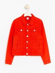 Punainen farkkutakki Punainen