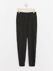 Zúžené kalhoty AVA Černá