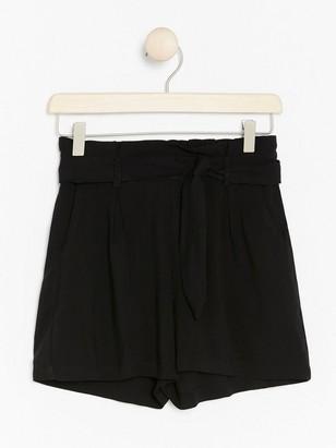 Paperbag waist-shorts i viskos Svart