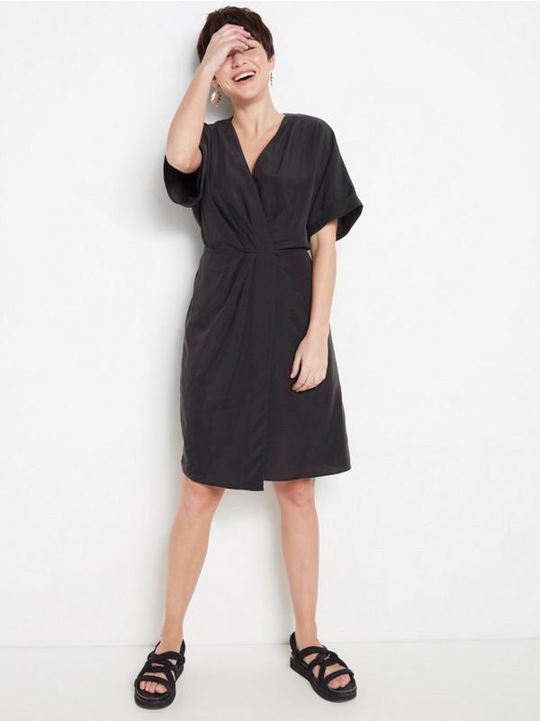 da5bb6513ff6 Svart V-ringad klänning i modalblandning 499:- | Lindex