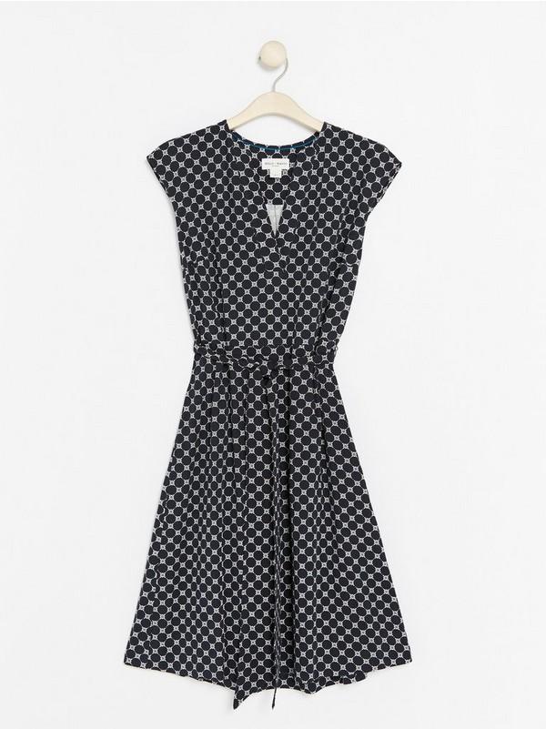 eebc14390168 Orange V-ringad klänning med knytskärp 399:- | Lindex