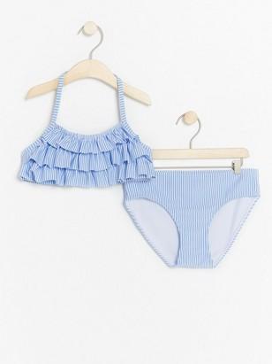 Sininen bikinisetti, jossa röyhelöä Sininen