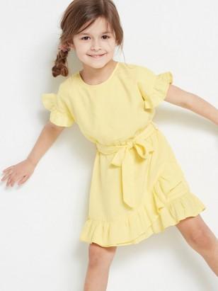 Keltainen mekko, jossa kietaisu ja röyhelöä Keltainen