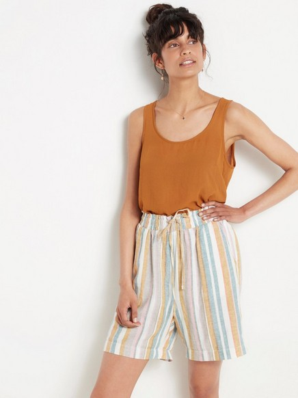Shorts i linblanding med høyt liv Gul