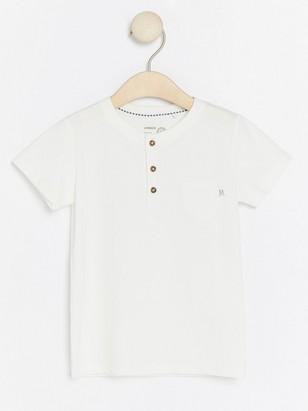 Valkoinen t-paita Valkoinen