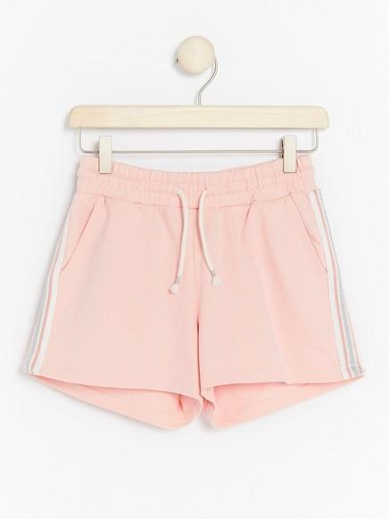 Shortsit, joissa raidat sivuilla Vaaleanpunainen