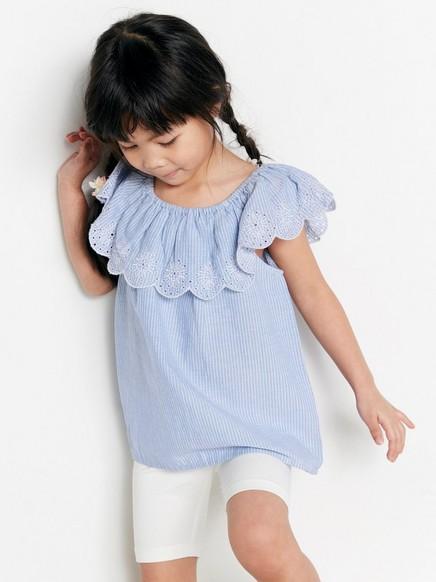 Stripet bluse med volang Blå