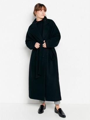 Musta takki, jossa solmittava vyö Musta