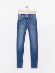 Blå TOVA-jeans i smal passform Blå