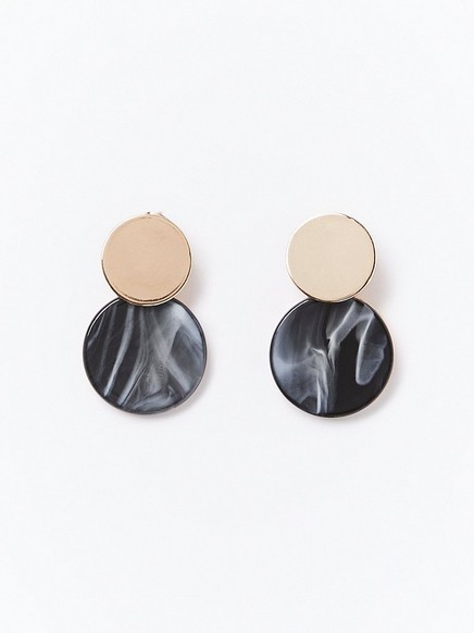 Pyöreät korvakorut, joissa kullanväriset yksityiskohdat Musta