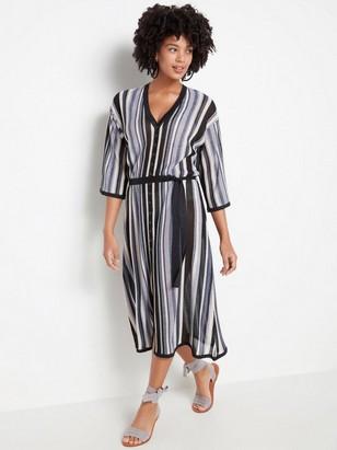 Randig stickad klänning med knytskärp  Svart