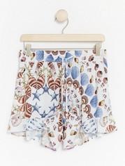 Shorts med strandskjelltrykk fra Lindex x By Malina Hvit