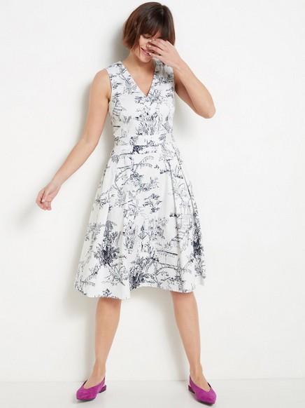 Kuvioitu valkoinen mekko Valkoinen