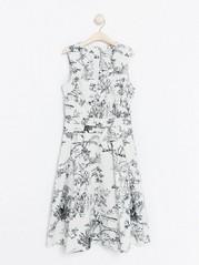 Mønstret, hvit kjole Hvit