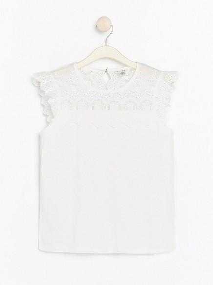 Valkoinen pusero, jossa reikäkuviota Valkoinen