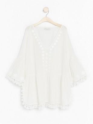 Valkoinen pusero, jossa tupsuja Lindex x By Malina Valkoinen