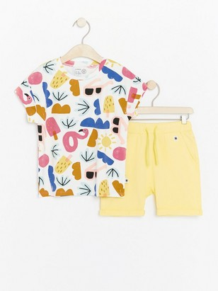 Set with t-shirt and shorts Yellow