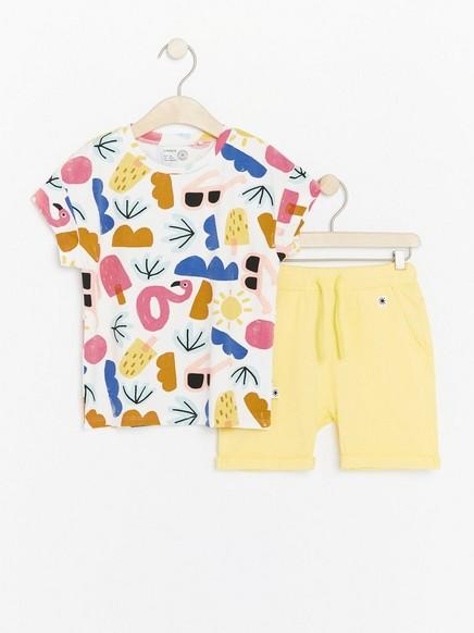 Setti, jossa t-paita ja shortsit Keltainen