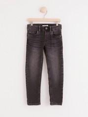 Černé úzké džíny Černá