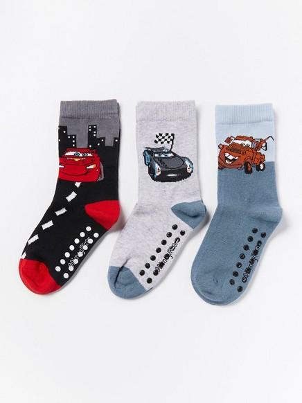 3 paria sukkia, joissa liukuestepohjat ja Autot-kuviointi Harmaa