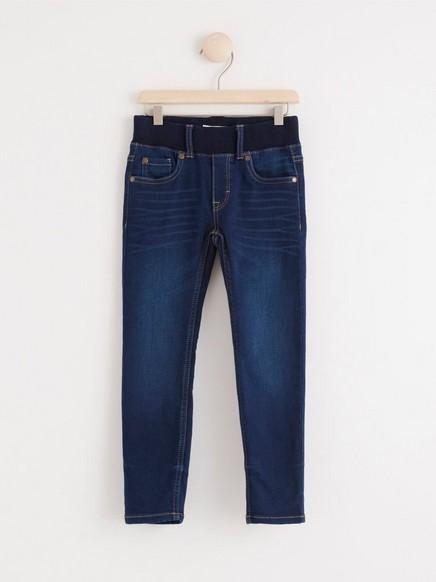 Jeans i denimjersey som er enkel å ta på, med smal passform Blå