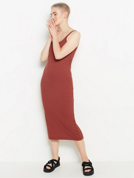 Ribbestrikket, ermeløs kjole Rød