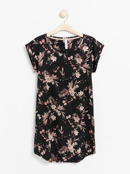 Květovaná noční košile Černá