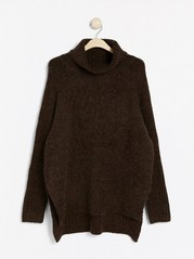 Strikket genser med sidesplitt og rullekrage Brun