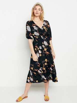 Svart klänning med blommönster  Svart