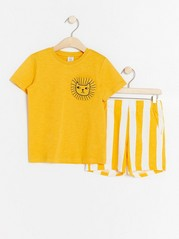 Set with t-shirt and striped shorts Yellow