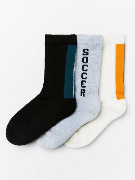 3 paria sukkia, joissa ribbineulotut varret Valkoinen