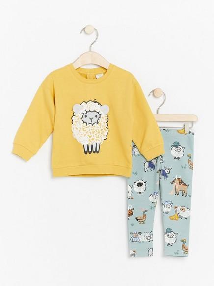Setti, jossa keltainen pusero ja leggingsit lammasaiheella Keltainen