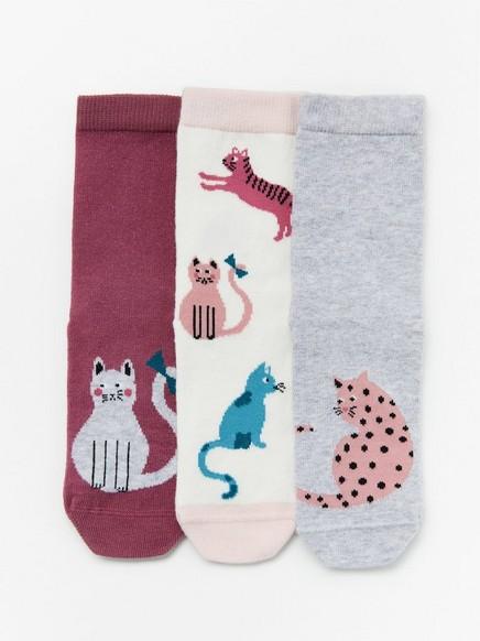 3 paria sukkia, joissa liukuestepohjat ja kissoja Vaaleanpunainen