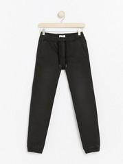 Jeans med vanlig passform i ekstra sterkt stoff Svart