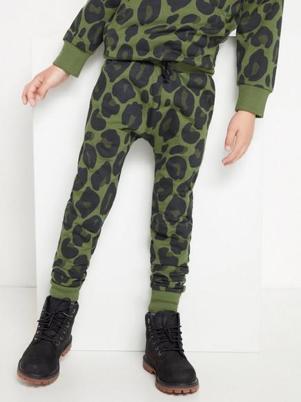 Vihreät collegehousut, joissa leopardipainatus Khaki