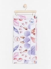 Strandhåndkle med strandskjelltrykk fra Lindex x By Malina Hvit