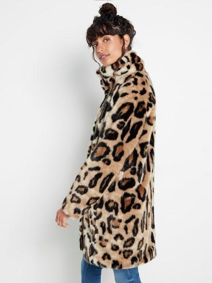 Leopardikuvioitu tekoturkistakki Beige