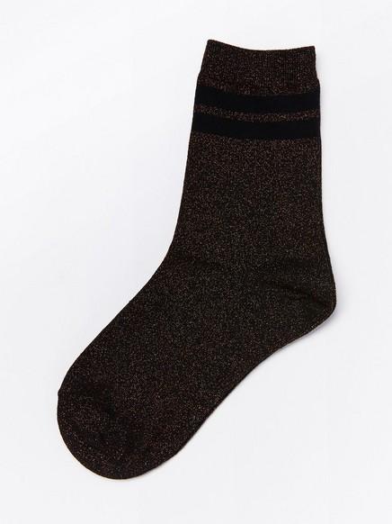 Kimaltavat sukat, joissa kaksi raitaa Musta