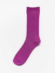 Glinsende, ribbestrikkede sokker Lilla