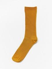 Glinsende, ribbestrikkede sokker Gul