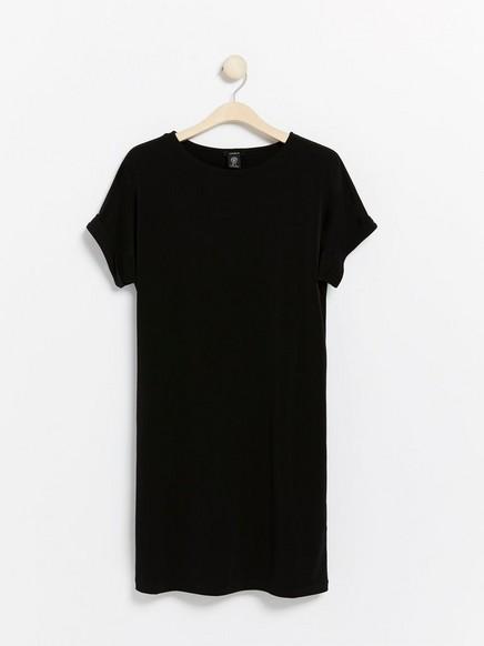 Musta lyhythihainen mekko Musta