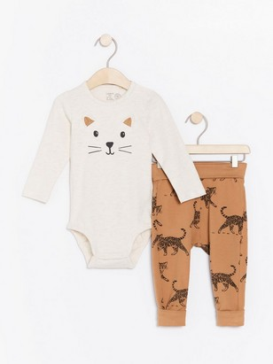 Set with bodysuit and trousers with cats Beige