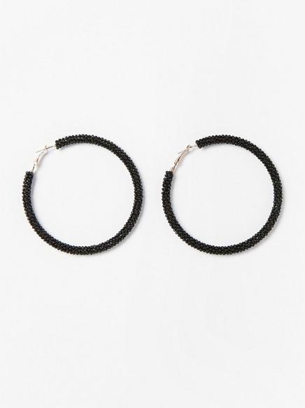 Suuret rengaskorvakorut, joissa helmiä Musta