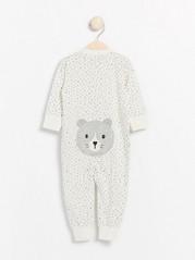 Vit pyjamas med grå prickar och katt-applikation Vit