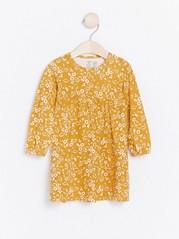 Žluté květované šaty Žlutá