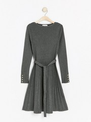 Pletené šaty Šedivá
