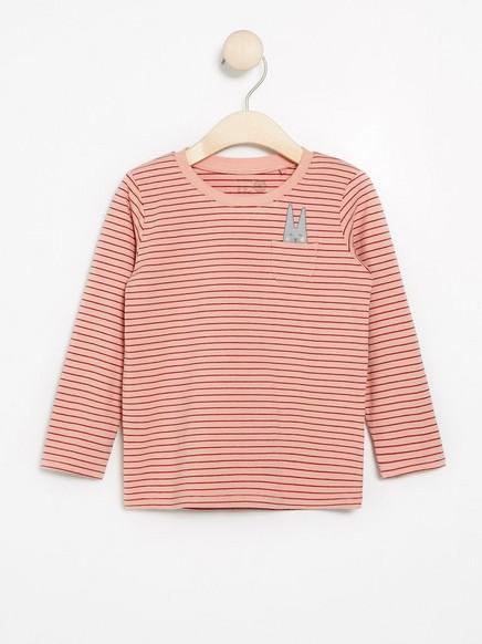 Raidallinen pitkähihainen pusero, jossa painatus Vaaleanpunainen