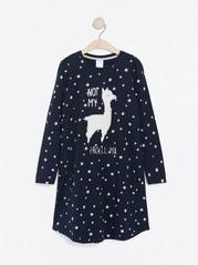 Mørk marineblå nattkjole med stjerner og lama i fuskepels Blå