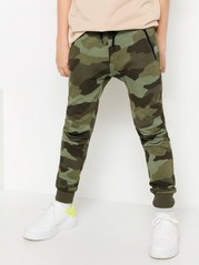 Sweatpants with camouflage pattern Green