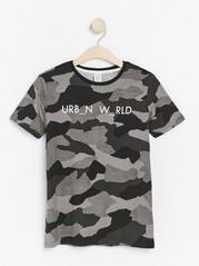 T-skjorte med kamuflasjemønster Svart